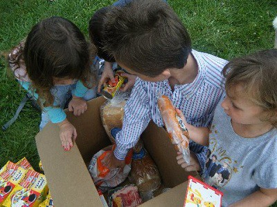 Children with donated food